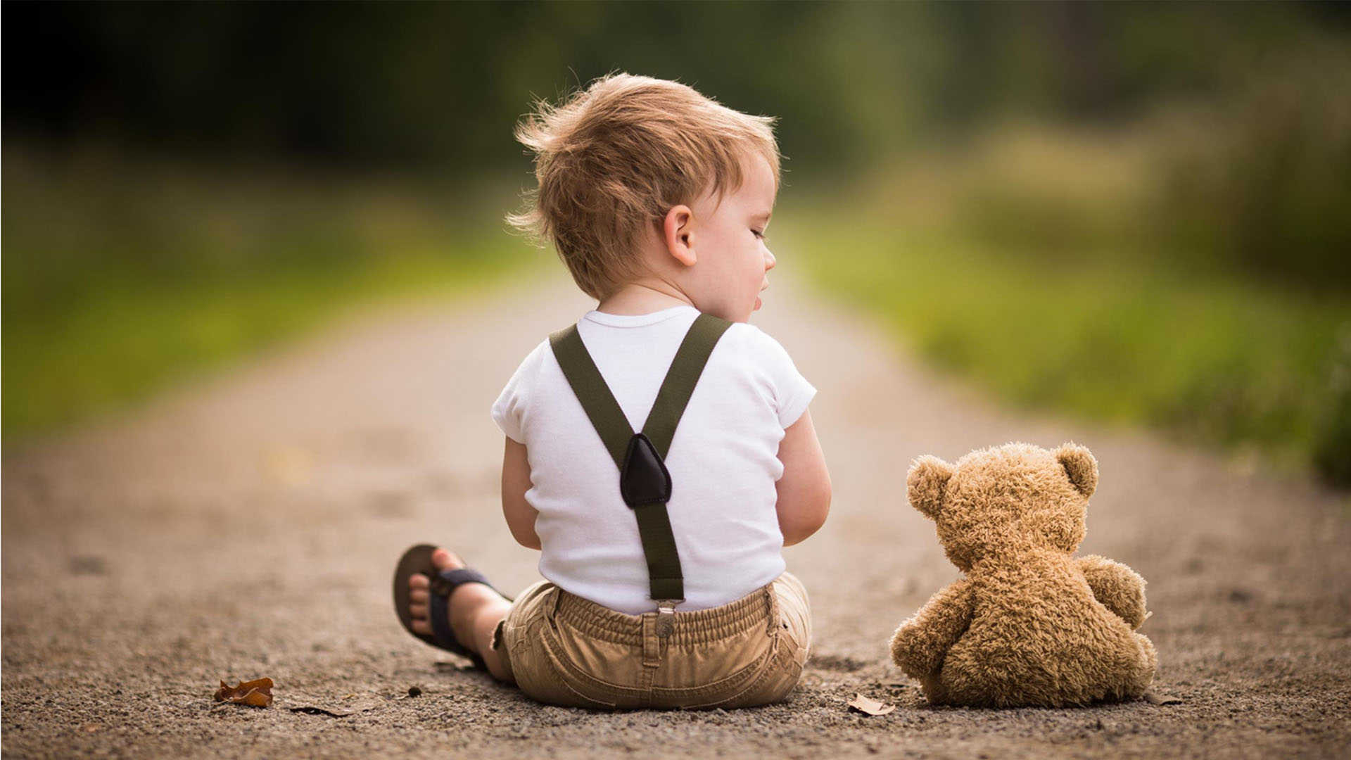 cute-child-with-teddy